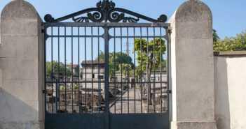 Portail du cimetière ancien, rue de la Carrière à Villemomble.